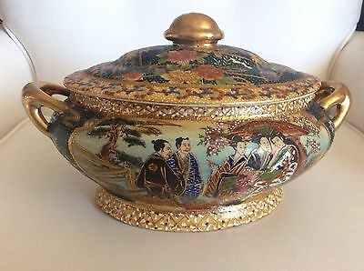 Exquisite Large Antique Chinese Peony Medallion Porcelain Soup Tureen
