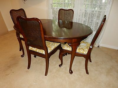 Ethan Allen Georgian Court dining table, 4 chairs, 2 table leaves, 1 table pad