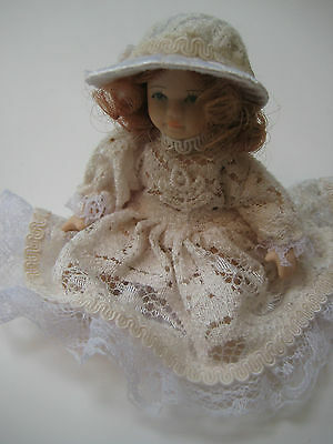 MINATURE PORCELAIN DOLL WITH MOVABLE ARMS & LEGS 10.5cm SMALL CREAM LACE DRESS