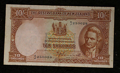 New Zealand 10 Shillings Note   P158a - Strong VERY FINE