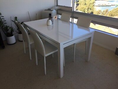 4x BoConcept Zarra White Leather Chairs + High Gloss Extendable Dining Table