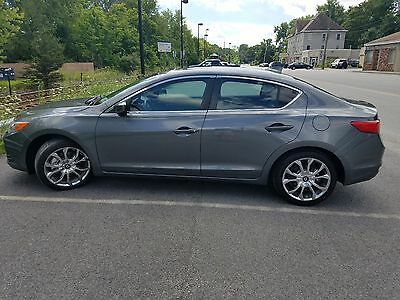 2013 Acura ILX  2013 ACURA ILX  2.4L  6 SPEED MANUAL! RARE! WELL MANITAINED STILL HAS WARRANTY!!