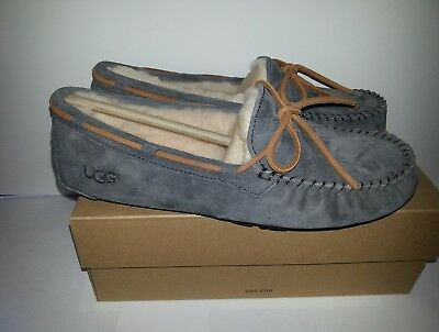 UGG Australia Women's Dakota Slippers Gray Suede Casual shoes Size 8
