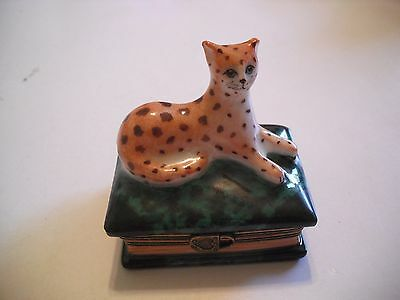 Peint Main Limoges Book of Panther Trinket Box