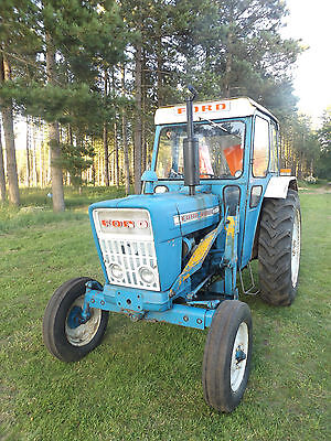 Ford 4000 tractor with power loader, with V5