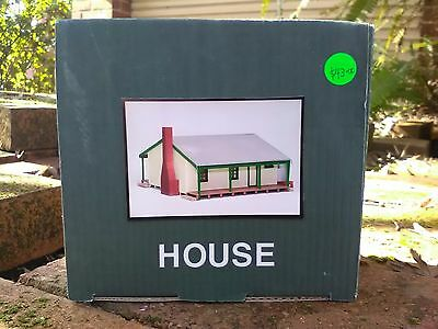 Structorama HO Australia cottage or house NEW COLOUR green and cream BNIB