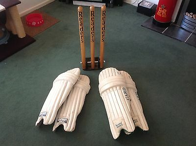 Readers Cricket Training Stumps, Spring Loaded, Plus 2 Pairs Of Pads Included.