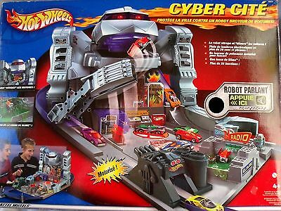 Hot Wheels Play Set Motorized Pitcher Car Track Articulated Arms Speaking Robot