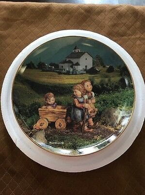 M.I. Hummel Summer Stroll Calendar Plate Collection Limit Edition