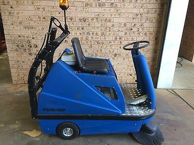 NATIONAL FORKLIFT - Clark Twin Top Petrol Sit On Sweeper 2 YO Auto