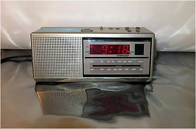 Vintage General Electric Model No. 7-4637A, Two Wake Times AM FM Clock Radio