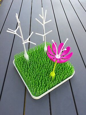 Boon Green Grass Bottle Drying Rack and accessories