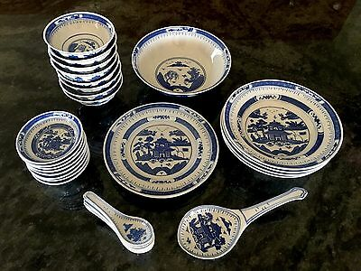 Vintage Traditional Chinese Blue & White Porcelain 31 Piece Dinnerware Set