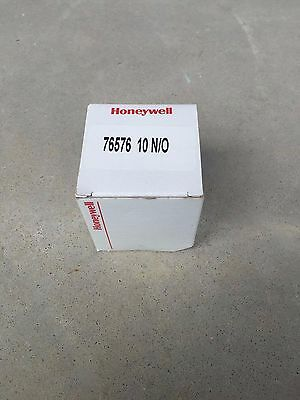NEW Honeywell Pressure Switch 76576