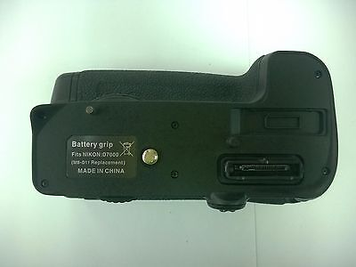 Battery Grip for Nikon D7000 DSLR as replacement MB-D11
