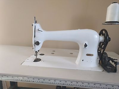 Singer 31-20 Industrial Tailors Sewing Machine with Servo & Table