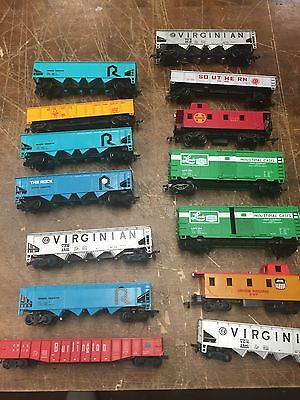 Vintage HO Train  Cars Misc Lot Of 15