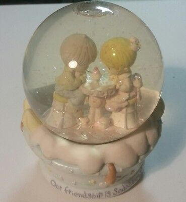"""2001 Precious Moments musical Snowglobe plays """"In the Good Old Summertime"""""""