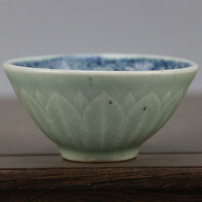 Chinese Old Pea Green Glaze Blue and White Flower Pattern Porcelain Tea/Wine Cup