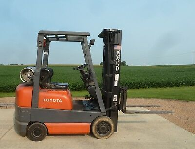 "2002 Toyota Forklift LP 189"" lift height 3,250 lb  #6FGOU18  Triple Mast Side"