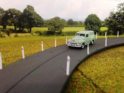 50 GUIDE POSTS Angled Top Country Road white marker posts 15mm HO /OO 1/87 scale