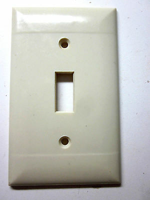 Vintage Sierra Bakelite ivory color 2 lines smooth switch plate cover P-1 deco