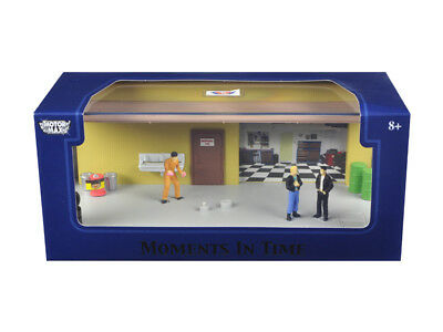 """""""MOMENTS IN TIME"""" Airport Scene DIORAMA PUT YOUR OWN CAR INSIDE 1/43 MOTORMAX"""
