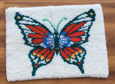 Vtg Completed/Finished Hand Crafted BUTTERFLY  Hand Latched/ Hooked Rug (371)