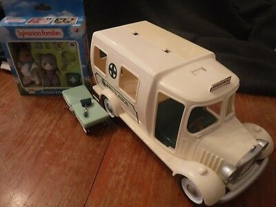 Sylvanian Families Ambulance With Paramedic And Patient