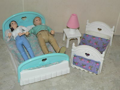 VINTAGE - Fisher Price Loving Family dolls house beds, lamp and figures (pack 2)