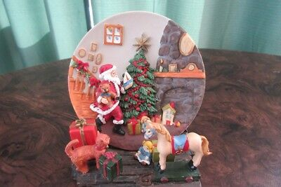 """A Christmas Remembered ""1997 Collectors Edition 3D Plate and holder 5""  tree"