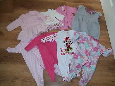 Newborn baby girl items - ideal wardrobe starters