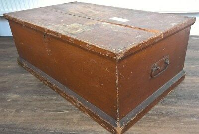 Early 20th Century - LARGE WOODEN TOY CHEST  / TRUNK / BOX / THEATRE PROP