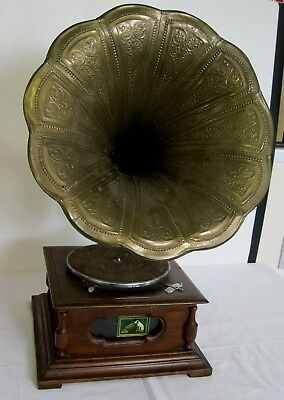 Vintage 1910s style wind-up Gramophone/Phonograph with brass horn: working