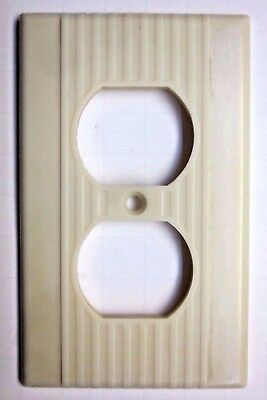 1 Vintage Leviton Ribbed Lines Beige Bakelite Outlet Plate Wall Cover Art Deco