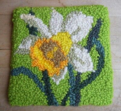 Rug Hooking Pattern on Monks Cloth ~ DAFFODIL