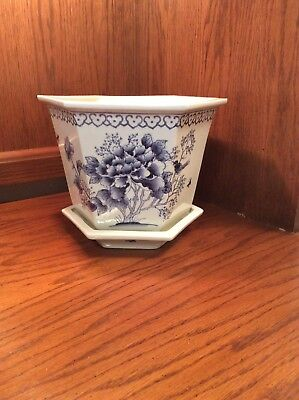 VINTAGE BLUE & WHITE CHINESE PORCELAIN FLOWER POT with SAUCER, HONG KONG