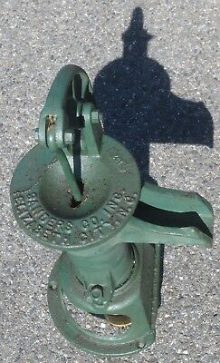 Original  SANDERS CO Hand Well Water Pump Antique Cast Iron  Rustic Decor Green