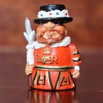 Carol Ann Miniatures Collectible Pewter Thimble Beefeater