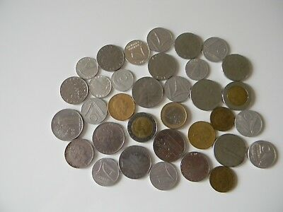 Italy, 34 coins of various dates and demoninations. Italian lot of 34 coins.