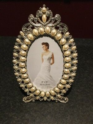 """Elegant Silver, Pearl oval photo frame. 4"""" x 6"""" . New still in boxes"""