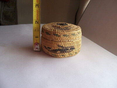 Small Tight Weave vintage Basket W/ Lid   boat and whale design