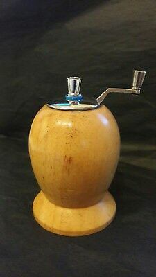 Vintage Collectible Wooden Pepper Mill by T&G Woodware - Retro Design - Working