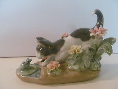Lladro - Kitty Confrontation (#1442) - Cat and Frog - Light Damage