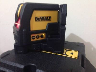 NEW-DeWALT-DW0822 Self Leveling Cross Line And Plumb Spots Laser Level