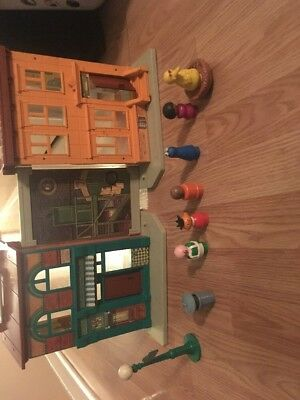 Vintage Fisher Price Little People Sesame Street Apartment House #938 W/figures