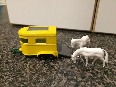Matchbox Series No.43 Pony Trailer with 2 Horses