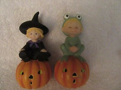 Holloween porcelin figures, frog and witch on pumpkins