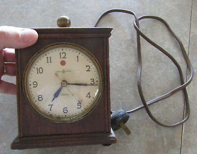 Vintage General Electric GE wood case small mantel or shelf clock, does run