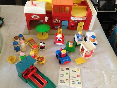 *Vintage & Retro* Fisher Price Little People Play Family Village (toy bundle)